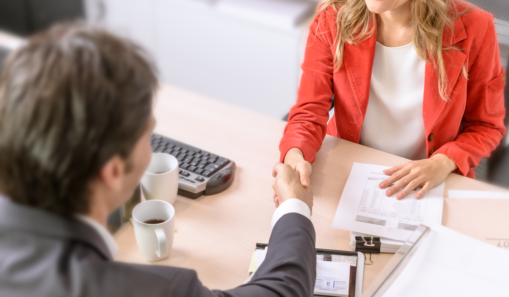 Rozmowa rekrutacyjna po angielsku - podanie dłoni